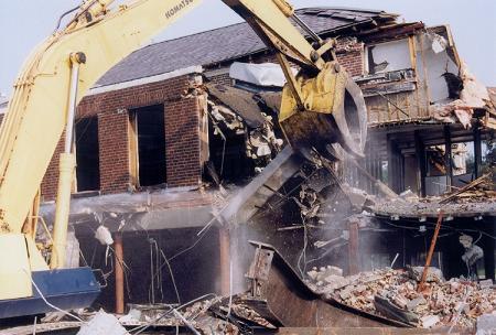 Kentsel dönüşüm için yıkım başladı