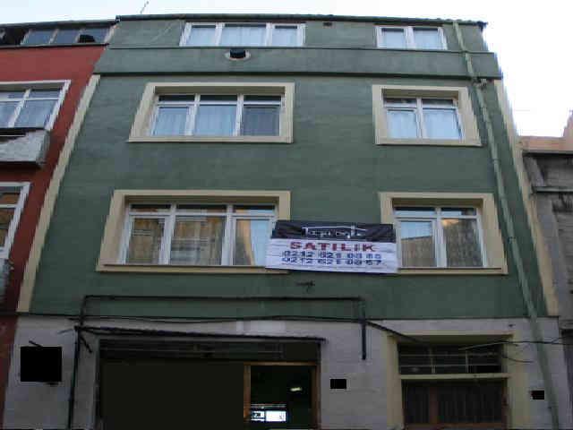 Fatih Hattat izzet sokakta satılık bina