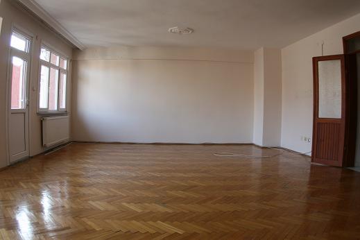 Fatihte Karadeniz caddesinde kiralık geniş daire