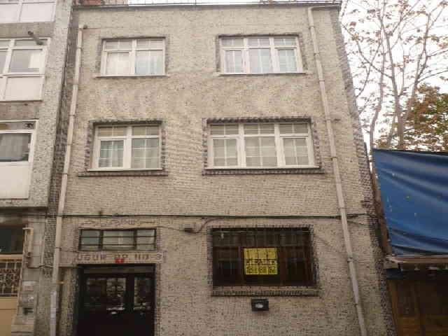 Fatihte Satılık Bina Karadeniz Caddesine Yakın